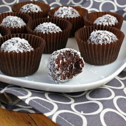 healthy cocoa chocolate coconut date truffles balls