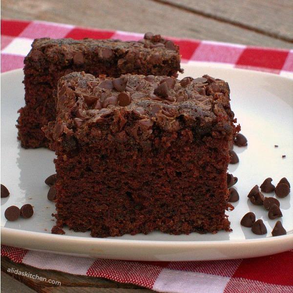 Chocolate Picnic Cake   alidaskitchen.com