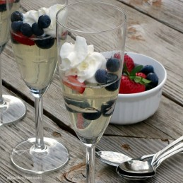 Mixed Berry Moscato Gelees   alidaskitchen.com #recipes #SundaySupper #moscato