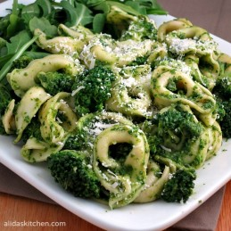 Broccoli Tortellini Salad with Arugula Pesto | alidaskitchen.com
