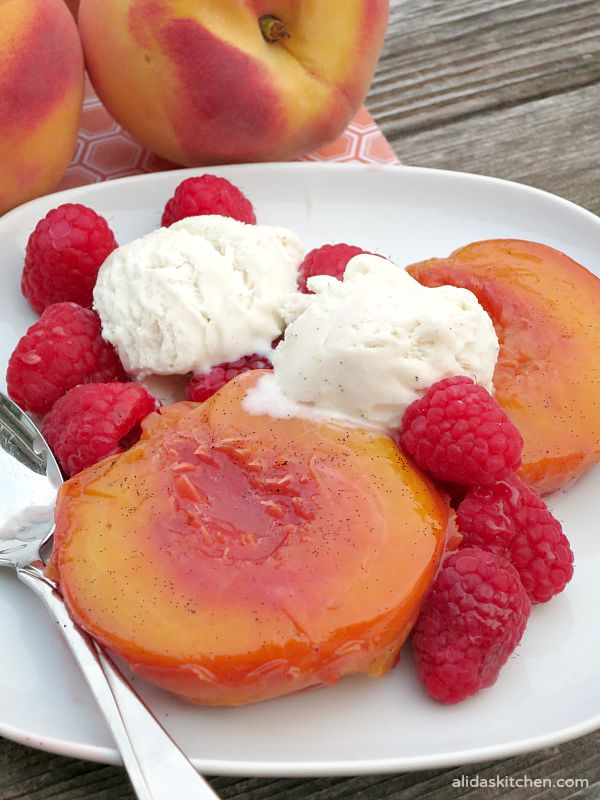 Vanilla Bean Roasted Peaches | alidaskitchen.com
