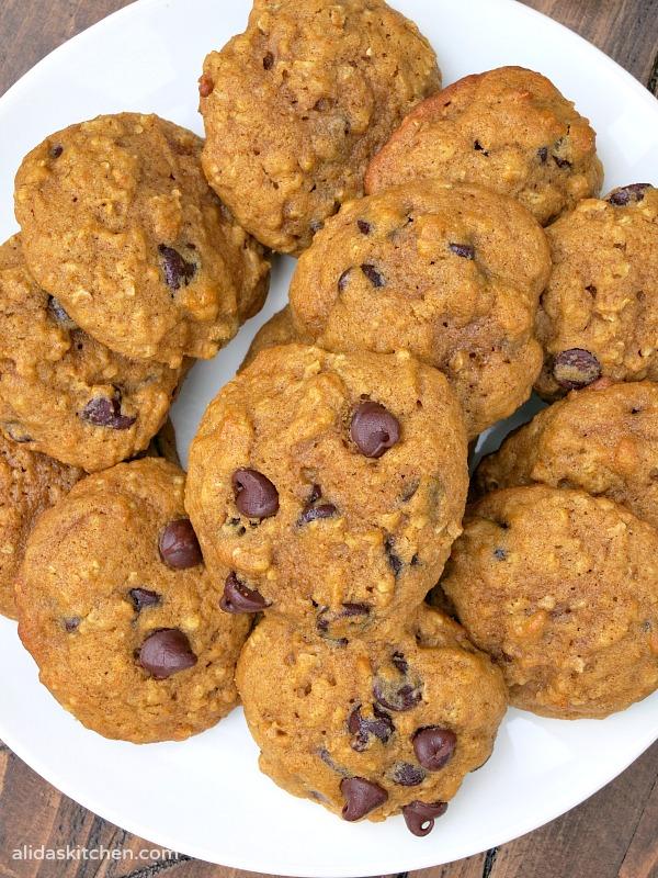 Pumpkin Chocolate Chip Cookies | alidaskitchen.com